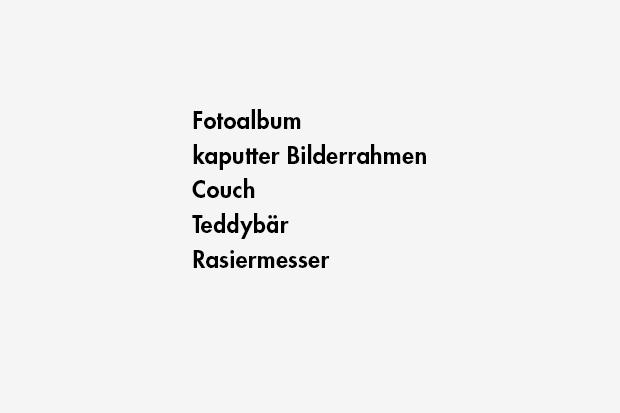 Fotoalbum / kaputter Bilderrahmen / Couch / Teddybär / Rasiermesser