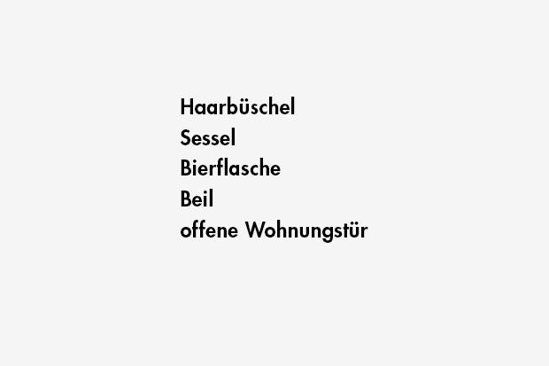 Haarbüschel / Sessel / Bierflasche / Beil / offene Wohnungstür