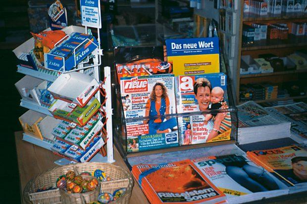 Adib Fricke, »Das neue Wort – Magazin für neue Wörter«, display at a newsstand, Kasseler Kunstverein 1996